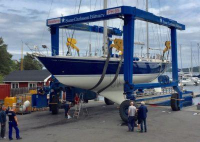 Stor kran tar 65 ton